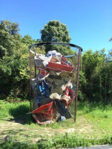ゴミ箱のモニュメント