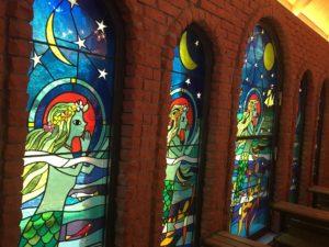 藤城清治美術館の教会内